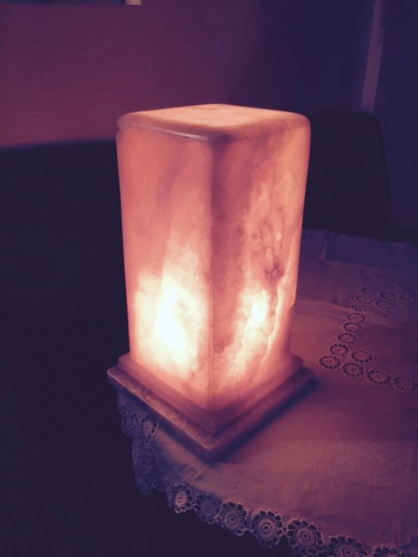enterijer-lampa-od-oniksa-domacinstvo